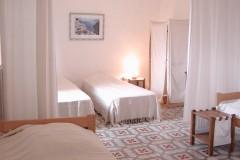 """Gîte """"Maison Sagne"""" proche Larzac, chambre blanche"""