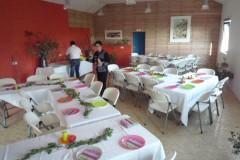 repas de fête dans la salle d'activité des Gîtes de Briandes